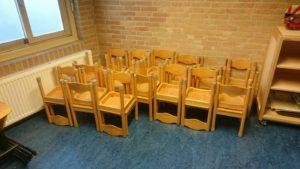 kleuter-stoeltjes-geschonken-door-de-maria-bernadette-school-uit-medemblik